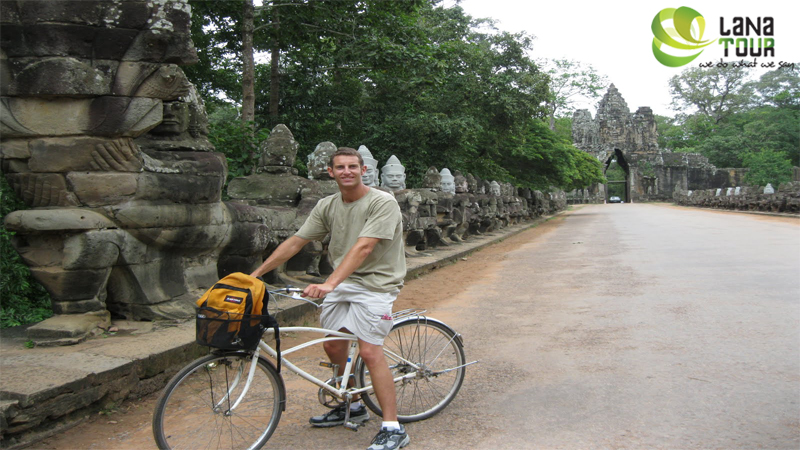 Biking to the temples of Angkor